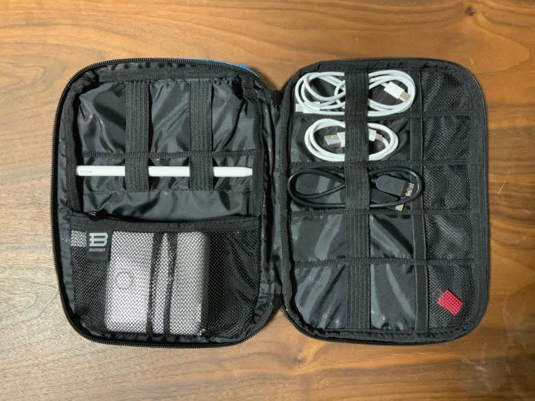 bagsmartガジェットケース - 格納したイメージ